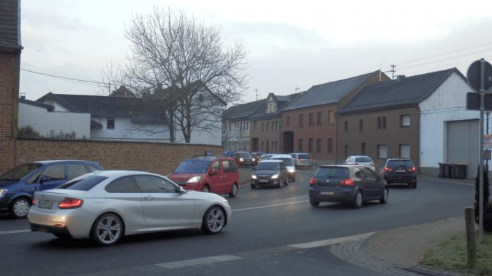 Einrichtung einer Überquerungshilfe auf der Bonner Straße in Miel