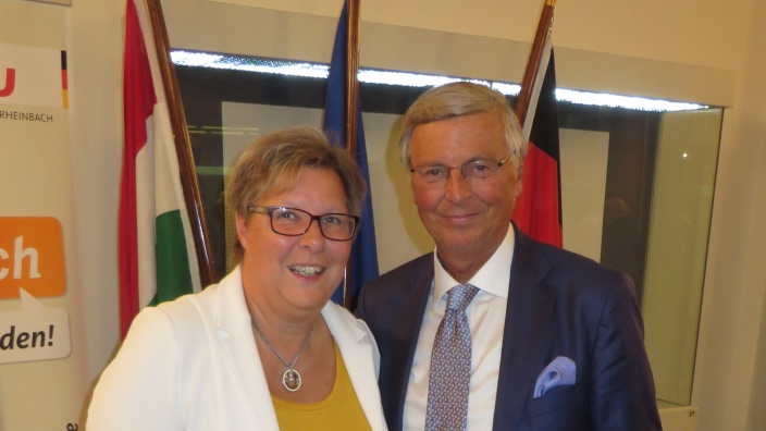 Bürgermeisterin Petra Kalkbrenner mit Wolfgang Bosbach MdB a.D.